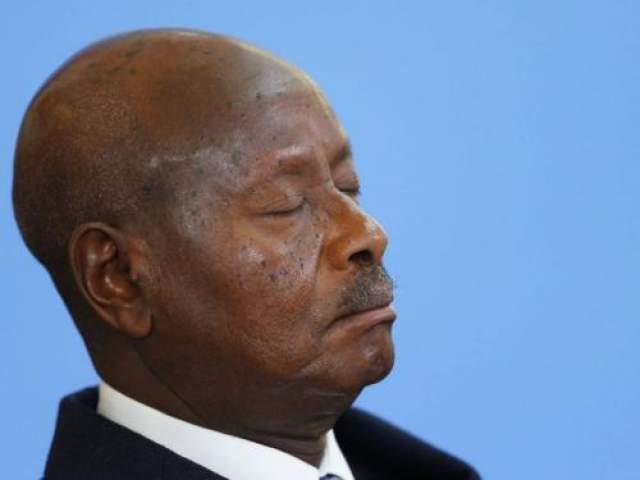 Президент Уганды Йовери Мусевени заснул во время приветственной речи на конференции по Сомали в Лондоне, май 2013 год