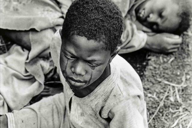 Члены РПФ в ходе своего наступления в течение апреля-июля 1994 года, а также позже, совершали убийства без суда и следствия. В августе и сентябре 1994 года из реки Кагера вылавливали множество трупов, до 5 в день.