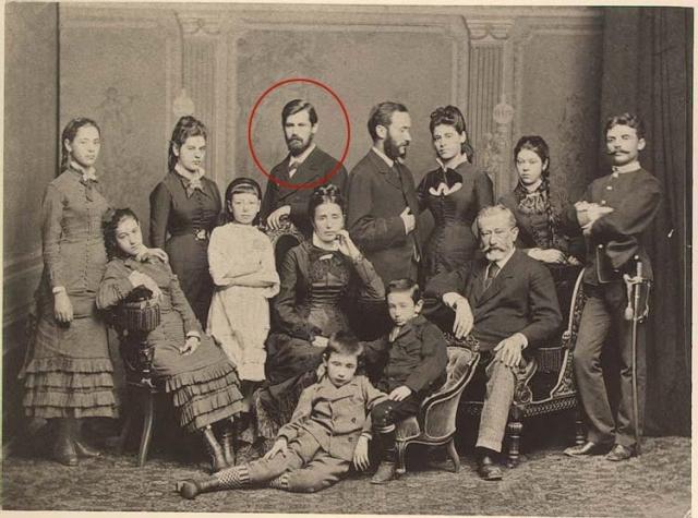 Фрейд не хотел идти в медицину, поскольку с детства мечтал быть генералом или министром. Но в те времена для евреев было только две профессии - медицина и юриспруденция. В итоге он поступил в Венский университет, где сменил несколько факультетов, пока не остановился на медицинском.
