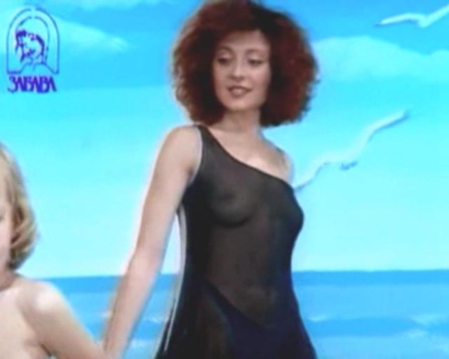 Анджелика Варум сейчас позиционирует себя как исполнительницы стильная и женственная, но были и другие времена.