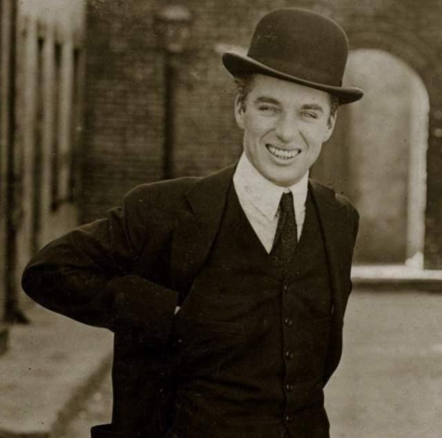 Чарли Чаплин, 1889-1977. Самая яркая звезда эпохи немого кино, которого по-прежнему обожают многие современники. Его персонаж-бродяга является едва ли не единственным долгожителем в истории Голливуда.
