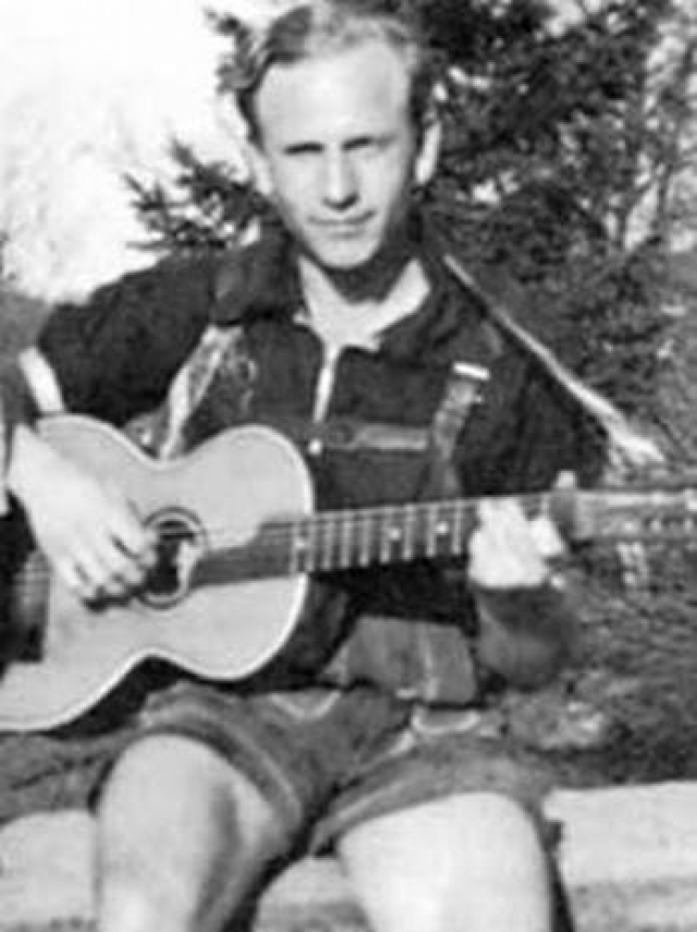 """Пауль Шефер. В вермахте Шефер служил ефрейтором в санитарном батальоне. После десятка лет скитаний в 1961 году он эмигрировал в Чили, где основал колонию """"Дигнидад""""."""