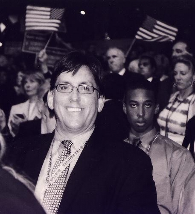 Боб Хаттой В том же 1992 году, когда умер Азимов, политик, член Демократической партии США Боб Хаттой во время Национального демократического конгресса открыто признался, что болен СПИДом.
