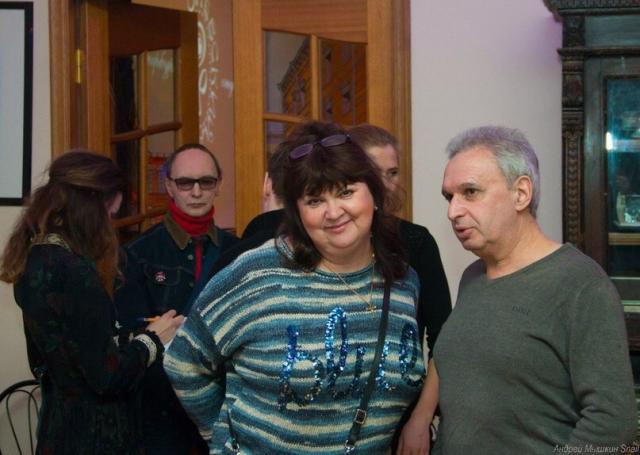 Супруга Елена скрашивает жизнь музыканта уже более 30 лет.