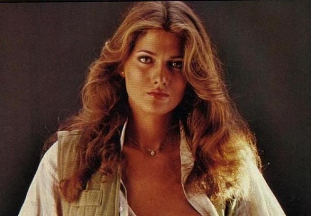 """Каролина Коси. Каролина или """"Tula"""" знаменитая трансгендерная модель. Ее фото многократно появлялись на обложках глянцевых журналов, также она участвовала в съемках фильма о знаменитом Джеймсе Бонде."""