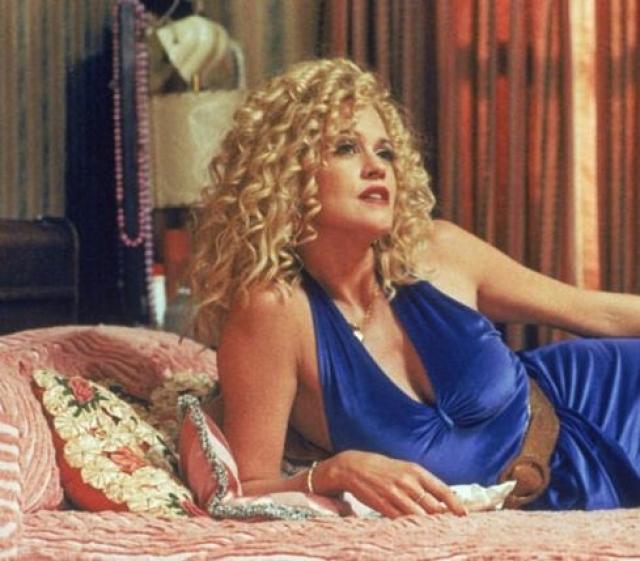 """Мелани Гриффит, фильм """"Карманные деньги"""". Мелани играет Ви - женщину, которая торгует своим телом, потому что других вариантов у нее нет."""