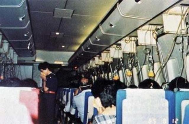 509 человек погибло, когда самолет 123 Японских Авиалиний потерпел крушение. 32 минуты до столкновения с землей.