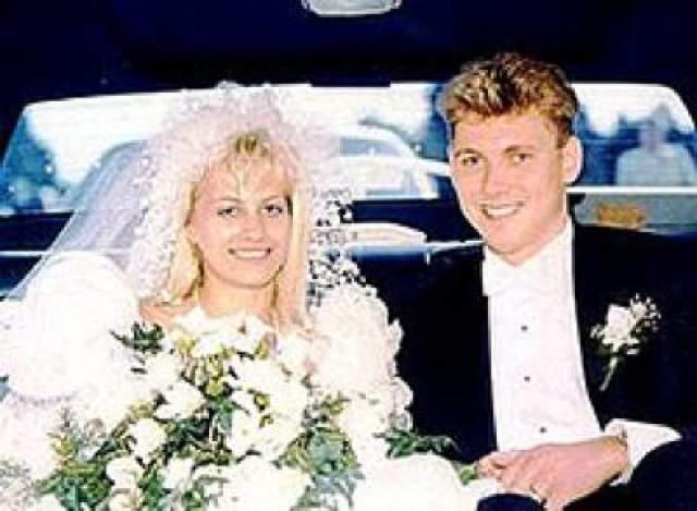 В 1993 году Бернардо сильно избил жену. Тогда Карла решила признаться во всем полиции при условии, что ее мера наказания составит до 12 лет лишения свободы.