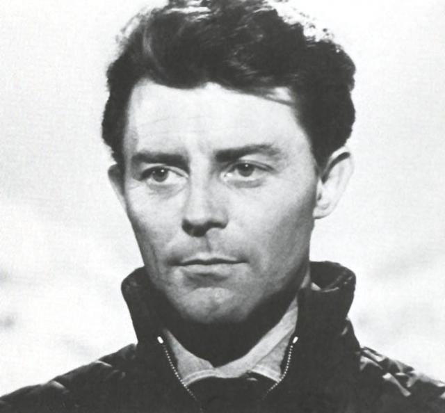 Жерар Филип (37 лет). Французский актер театра и кино снялся в 28 фильмах. В мае 1959 года Жерар неожиданно почувствовал острые боли в животе. Рентген показал воспалительный процесс в печени.