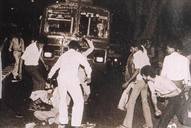 Гибель премьер-министра возмутила уже индусов, которые устроили самую настоящую резню сикхов на улицах Нью-Дели. Индийская община за пределами Индии окончательно раскололась на два лагеря. Вторая по численности после Британии община сикхов проживала как раз в Канаде.