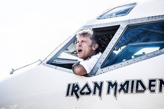 Лидер британской группы Iron Maiden Брюс Дикинсон , не тратясь на зарплату пилота, сам берёт штурвал в свои руки во время туров группы.