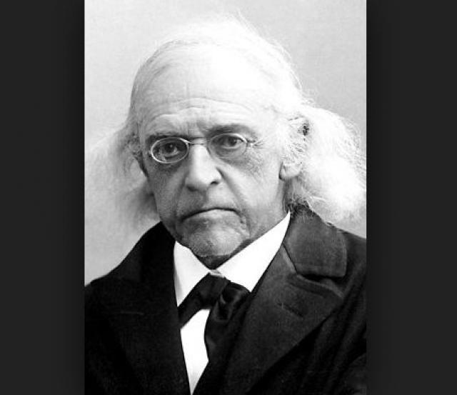 Теодор Моммзен. Немецкий историк был настоящей скрягой, поэтому не разрешал проводить дома электричество, используя свет керосинки.