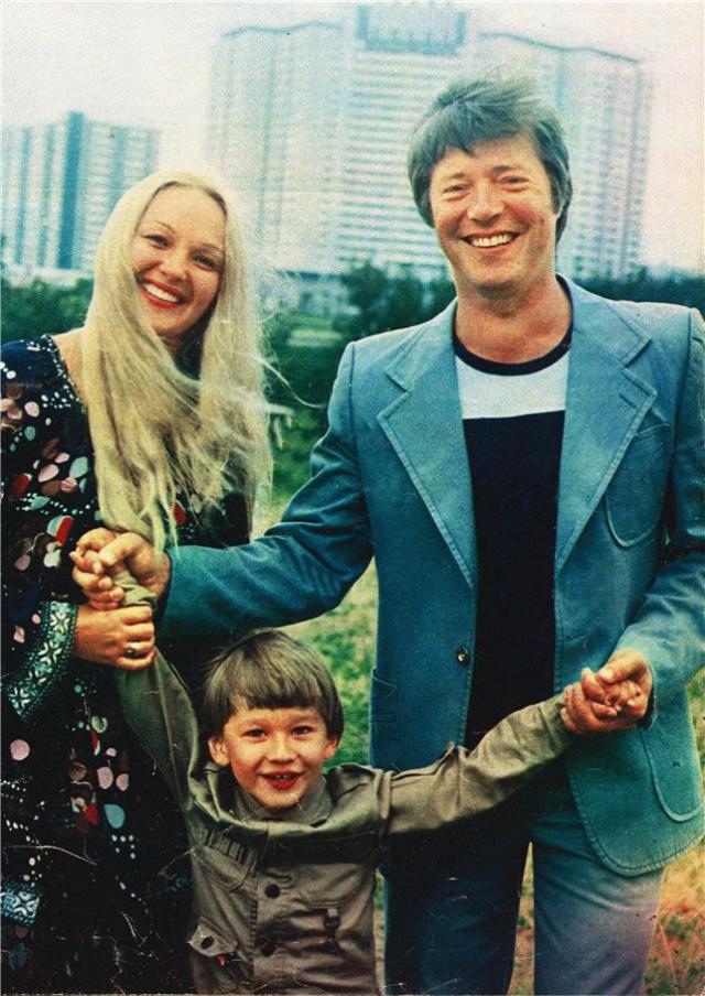 Сыну актрисы Натальи Гвоздиковой и актера Евгения Жарикова Федору Евгеньевичу уже 41 год.