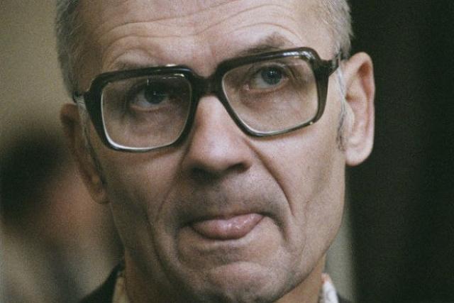 """Самый жестокий маньяк Советского Союза был приговорен к высшей мере. Приговор """"расстрел"""" на суде был встречен аплодисментами."""