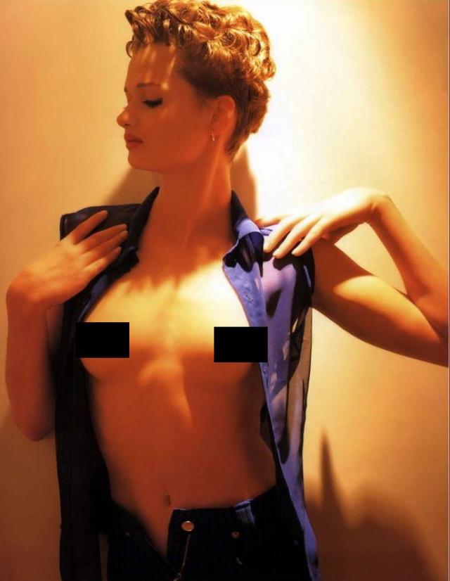 Публично оголялась девушка дважды - для Playboy...