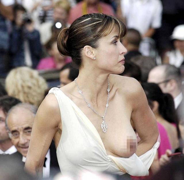 Софи Марсо. Актриса пережила настоящую минуту позора в Каннах из-за спустившегося плечика платья.