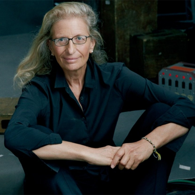 Лейбовиц с 1970 года работала фотографом в журнале Rolling Stone. С 1983 работает в журнале Vanity Fair, для которого за баснословные гонорары делает портретные фотографии знаменитостей.