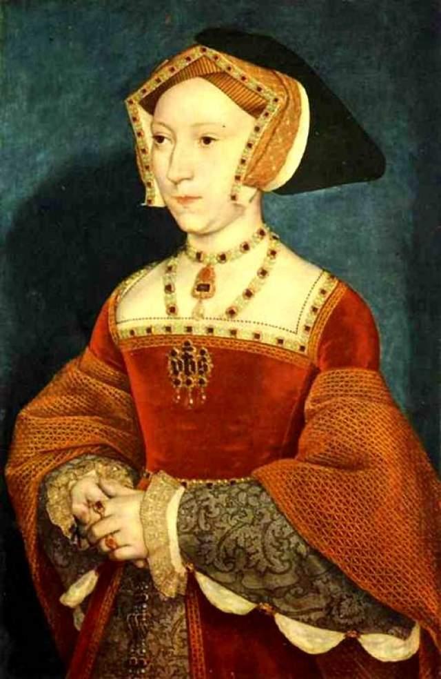 Третья супруга, Джейн - самая любимая женщина короля, но она умерла при родах. Тогда Генрих взял в жены Анну, которую видел лишь на рисованных портретах. Когда же он увидел девушку своими глазами, он его настолько разочаровала, что он расторг с ней брак и сослал ее в дальнюю крепость.