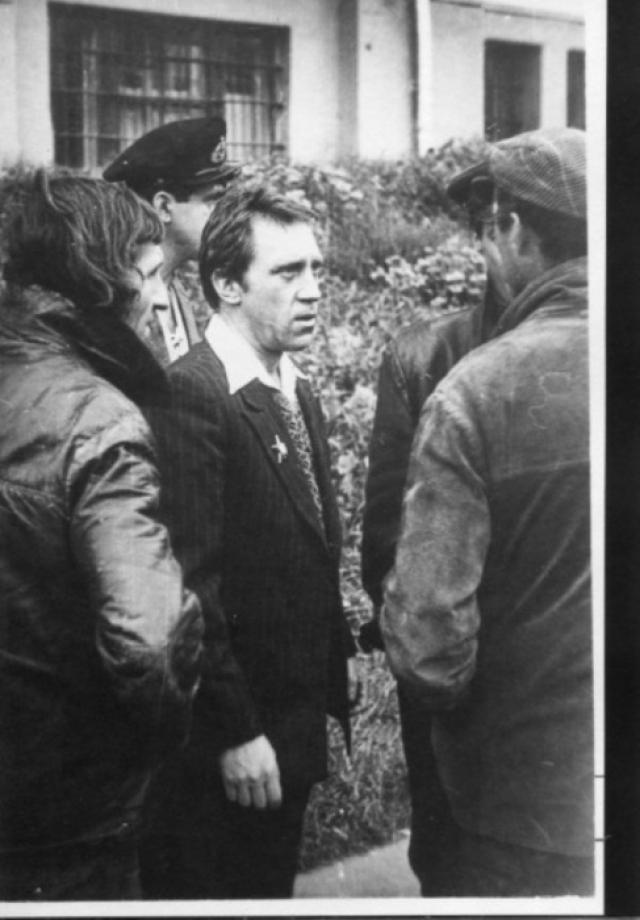 Консультантом на фильме был заместитель министра МВД СССР генерал-лейтенант К.И. Никитин. Он просил, чтобы Жеглов хотя бы раз показался на экране в милицейской форме.