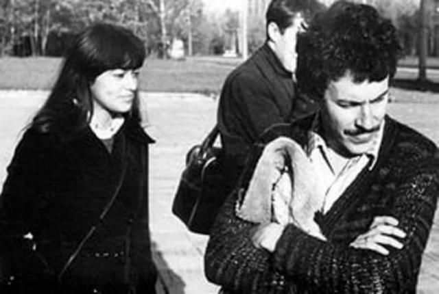 Андрей Макаревич. Первая жена рокера - Елена Макаревич (Фесуненко), дочь известного советского политобозревателя Игоря Фесуненко , была студенткой Историко-архивного института, брак, зарегистрированный в 1976 году, распался через три года .