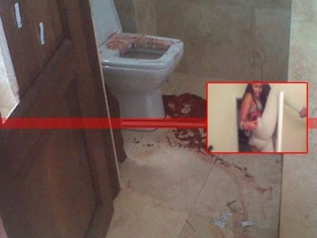Селфи в туалете доходят до абсурда. Некоторые выбирают такие ракурсы и положения и забираются в такие места, что снимки оказываются смертельными. Как произошло с этой жительницей США, упавшей на унитаз с двери.