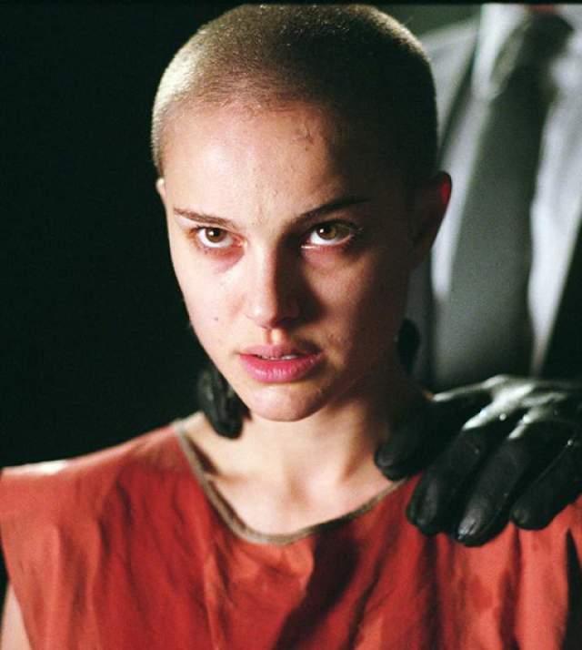 Стоит отметить, что и в довольно неожиданном образе Натали была неотразима и женственна.