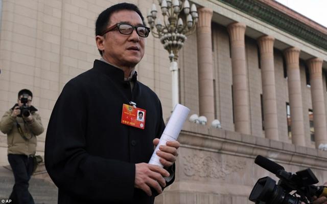Кстати, Джеки Чан не променял родной Китай на Соединенные Штаты, а остался жить на своей родине, посещая Америку лишь для съемок в картинах.