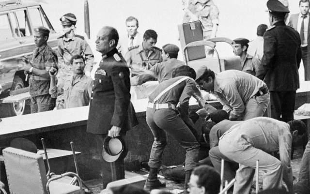 В ходе перестрелки были убиты или ранены некоторые присутствующие на параде члены правительства и иностранные гости - итого, считая главу государства, погибло 12 и получил ранения 31 человек (в том числе вице-президент - Мабарак- в локоть)