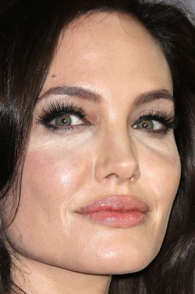 А вот лицо Анджелины Джоли даже при таком подходе почти идеально.