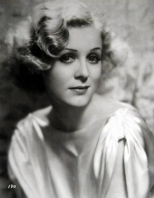 """Глория Стюарт. Актриса подписала контракт с """"Universal Studios"""" в 1932 году."""