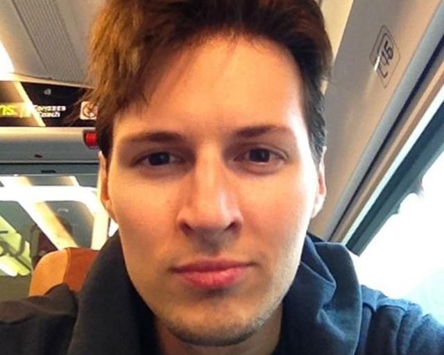Дуров постоянно переезжает из страны в страну, не задерживаясь в одной более двух-трех недель. Вместе с ним в Париж, Сингапур и другие города путешествует и его команда программистов, с которой он разрабатывает мессенджер Telegram.