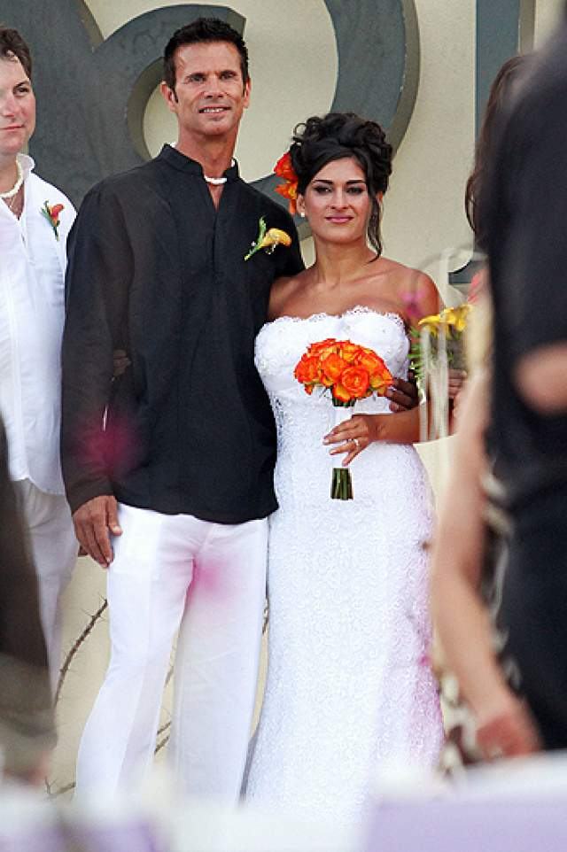 """Лоренцо Ламас Американский актер известен по криминальному сериалу """"Отступник"""" и дневной мыльной опере """"Дерзкие и красивые"""". Лама был женат четыре раза. Сейчас актер живет с Шоной Санд, их свадьба состоялась в 1996 году."""
