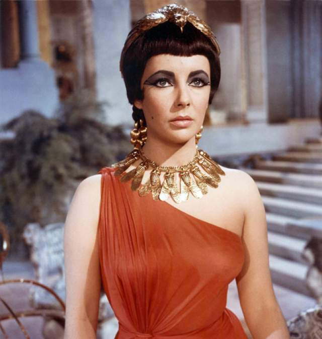 Первая актриса, кому заплатили за работу в кино 1 млн долларов - тогда она сыграла Клеопатру в самом дорогом пеплуме Голливуда.