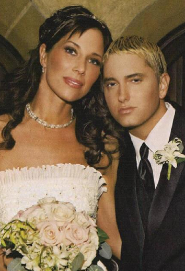 Женитьба пришлась на расцвет популярности рэпера, и их брак не выдержал такого испытания. В 2001 году они разошлись.