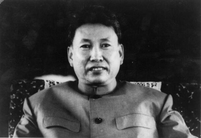 Руководители режима Пола Пота создали сеть шпионов и всячески поощряли взаимные доносы, чтобы парализовать волю народа к сопротивлению.