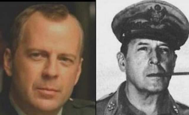 Брюс Уиллис и Генерал Дуглас Макартур, принимавший участие во Второй мировой войне