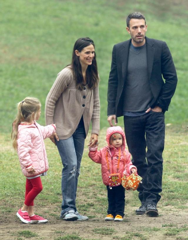 Гарнер взяла на себя все домашние дела и занималась воспитанием троих детей - двух девочек и сына, который родился в феврале 2012 года, давая возможность мужу заниматься карьерой.