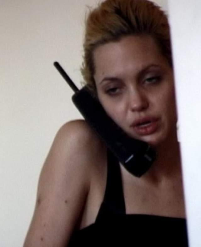 """В далеком прошлом Джоли злоупотребляла наркотиками, впрочем, сама """"оскароносная"""" актриса никогда не отрицала этот факт."""