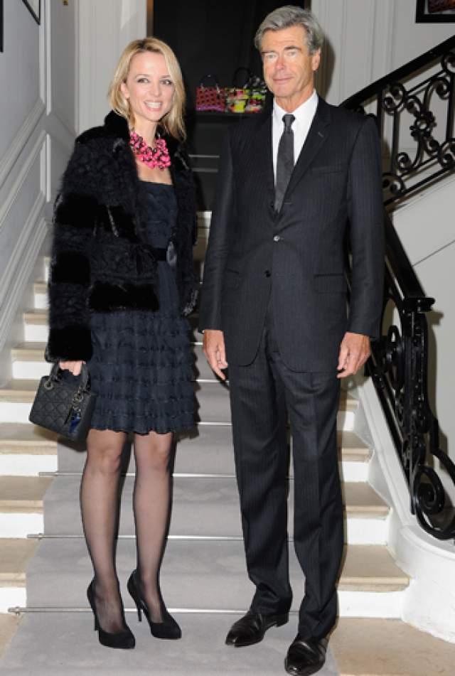 Дельфина Арно, дочь владельца группы компаний Louis Vuitton Moët Hennessy. Наследница Бернара Арно была замужем с 2005 по 2010 год, но развелась, и теперь она снова завидная невеста и успешная бизнесвумен в модной индустрии, сестра Антуана Арно, мужа российской модели Натальи Водяновой.