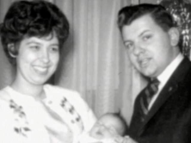 """Мерлин Майерс, первая жена """"Убийцы-клоуна"""". Майерс бросила мужапосле того, как он сел за изнасилование троих подростков. Детей - Майкла 1966 г. р. и Кристину 1967 г. р. - она забрала с собой."""