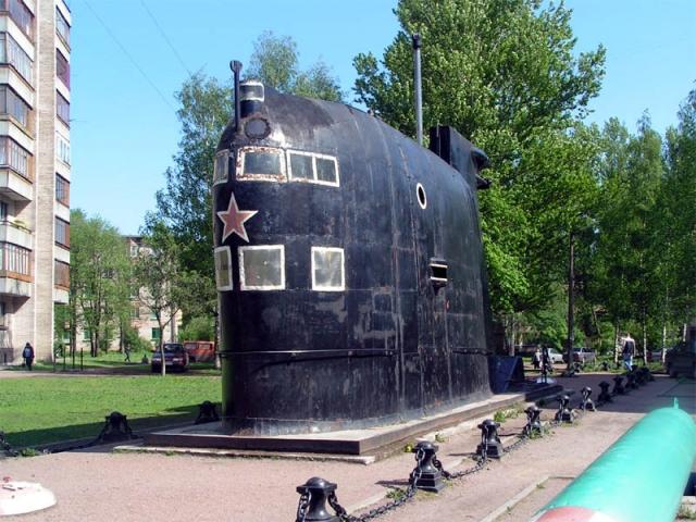Там же неподалеку находится Музей подводных сил России им. А. И. Маринеско.