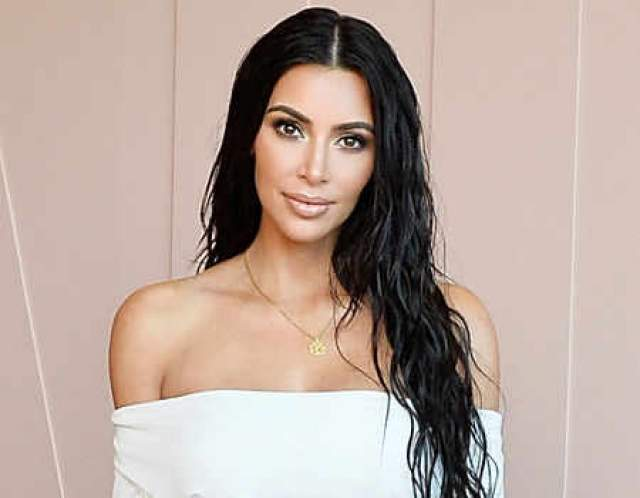 """Ким Кардашьян. Светская львица, видимо, решила, что внимание к ее персоне поутихло, и решила его вернуть, перекрасив черные волосы в """"платиновый блонд""""."""