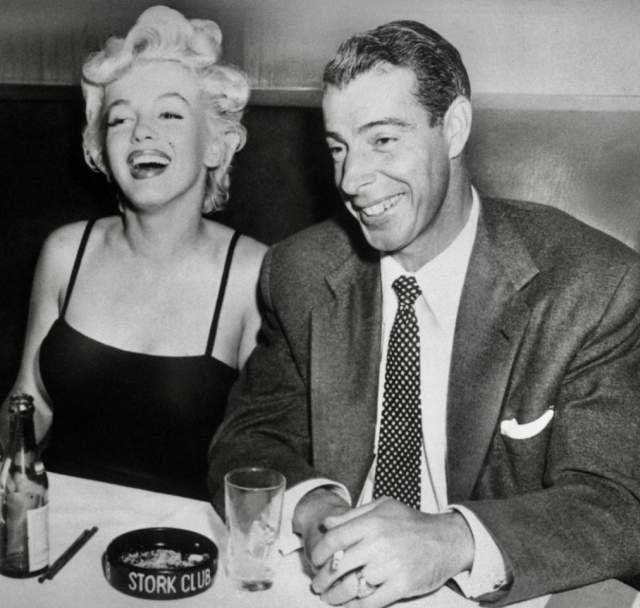 Ходили слухи, что супруг знаменитости, знаменитый бейсболист Джо ДиМаджио, устроил девушке жуткую сцену ревности, а спустя несколько недель они развелись.