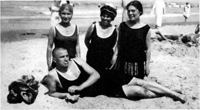 Несмотря на свое отношение к Лиле, Маяковский неоднократно заводил романы на стороне.