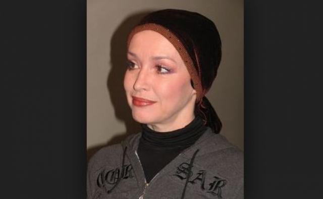 В последние дни Анна провела в хосписе № 3 Санкт-Петербурга. Его работники рассказывают, что ее макияж был безупречен даже в самые тяжелые дни. А чтобы скрыть последствия химиотерапии, актриса не снимала платок с головы.