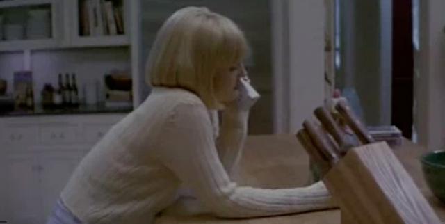 """""""Крик"""" . В начале картины появлялась Дрю Бэрримор, весело болтающая по телефону с незнакомцем, и публика настраивалась на то, чтобы следить за приключениями симпатичной героини."""