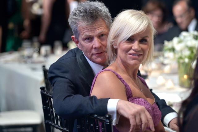 Дэвид и Иоланда Фостер объявили о разводе 1 декабря. Пара была вместе в течение девяти лет, из них четыре года в официальном браке.