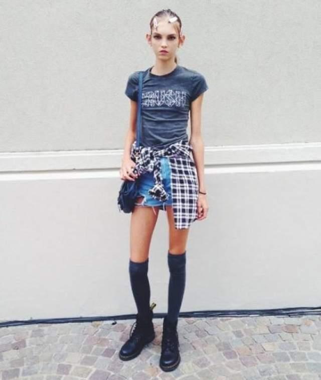 Несмотря на все перечисленное, дизайнеры влюблены - она ходит по подиумам на показах Dior, Chanel, Prada, а также снимается для кампаний Vera Wang. Прозвища «гремлин» и «грызун» ее давно не смущают.