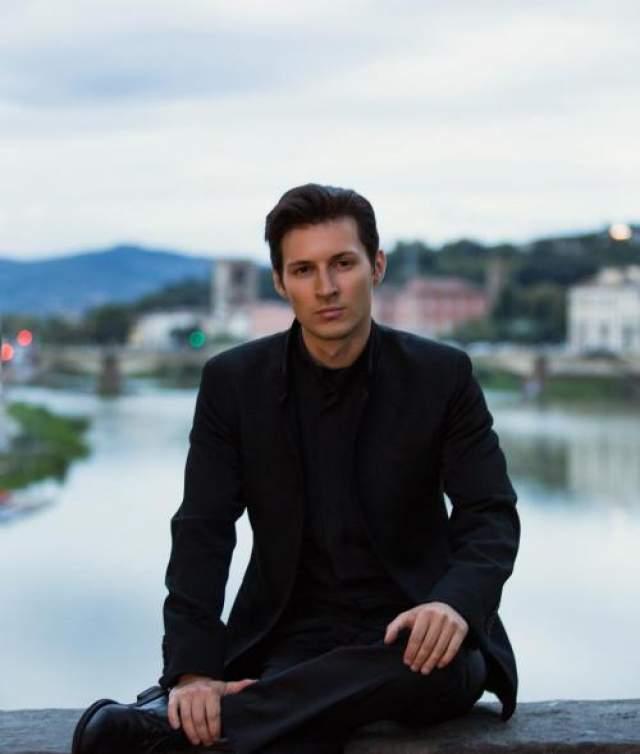 """1 апреля 2014 года Павел Дуров сообщил на своей странице об уходе с поста генерального директора ООО """"ВКонтакте"""", объяснив это сокращением имеющейся свободы действий, однако затем, 3 апреля, отозвал свое заявление об уходе. Затем выяснилось, что это не было первоапрельской шуткой."""