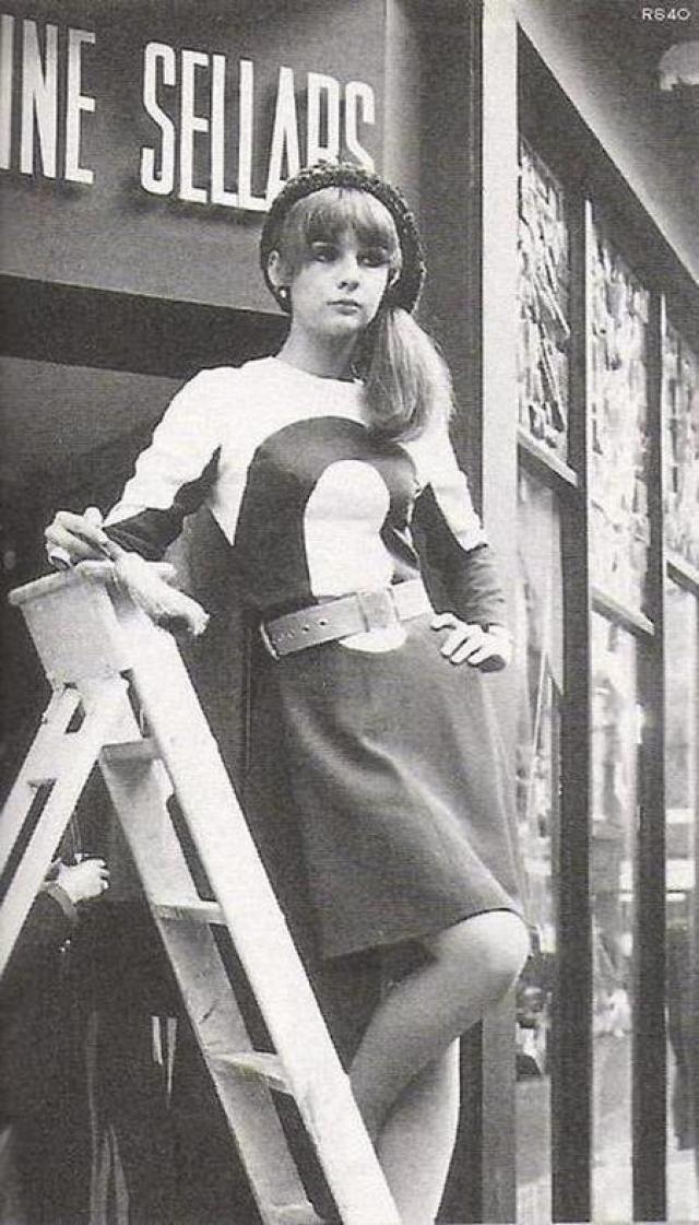 Английская модель и младшая сестра чуть более знаменитой модели Джин Шримптон была подружкой Мика с 1963 по 1966 год. Еще ее считают первой любовью музыканта.